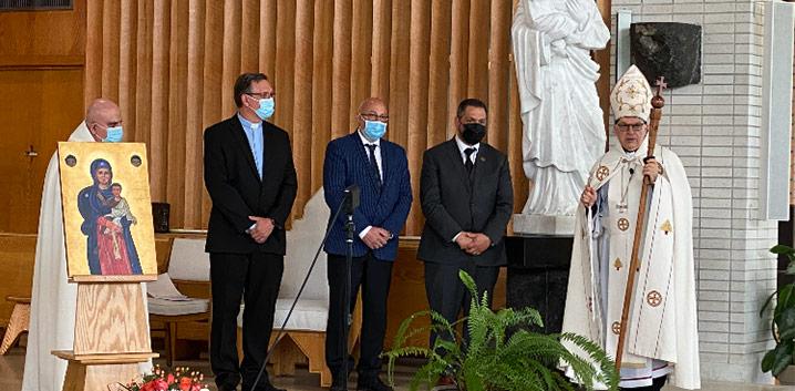 Magnus Poirier donates the statue of St-Joseph to the parish of St-Joseph of the Maronite Catholic Church